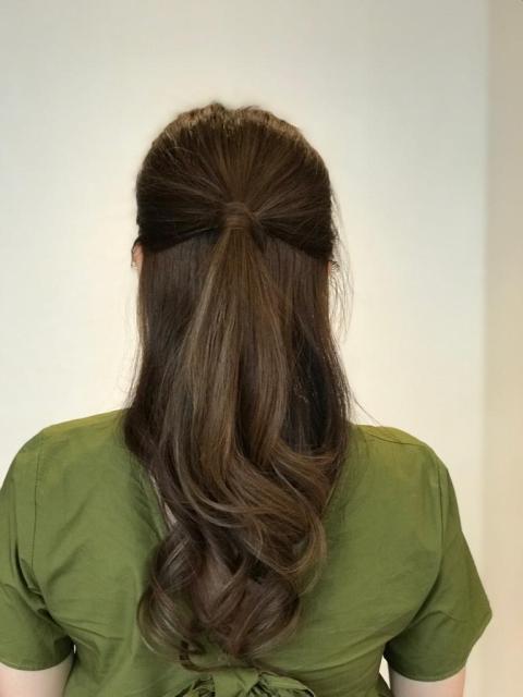 位於旺角朗豪坊,地點10分方便🤗🤗髮型師很細心為我染上了一個挑染歐美係的髮色😘重點是有Netflix可以比我一路整頭一路睇😍😍😍又有茶點供應😋10分貼心❤推薦推薦💝💝