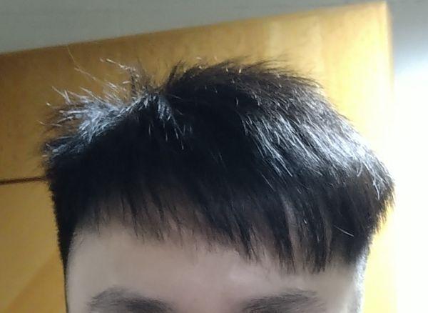 根本淨係想做女仔生意, 我一個男既上到去等得算耐先開始洗頭唔再講, 幫我洗頭嗰個做乜都慢一倍咁, 吹頭用中強度吹咗幾分鐘個頭都仲濕嘅, 真係開始剪頭髮問我嘅問題同剪出嚟嘅效果我覺得一啲關係都冇, 幫我剪頭髮嗰個完全係敷衍我嘅態度, 一嚟就剷到我兩邊青曬(我根本唔想)仲要剷嘅期間我認為理論上都要一隻手撳住我個頭另一隻手剷啦, 佢全程單手剷曬我兩邊同後面, 上面嗰啲頭髮又剪到jel埋都係唔好睇嘅, 收我百五蚊, 咁嘅態度, 而家周街嗰啲速剪都好過你啦, 剷完我個頭仲要同我講個頭剷短多半吋可能就可以隔多成個月先剪頭髮, 大佬我個人認為搵得百幾蚊剪頭髮都係對自己嘅髮型有小小要求唔想剪到成執草咁? 如果我係純粹因為頭髮太長想剪頭髮嘅話我使唔使搵得咁辛苦仲要畀百幾蚊畀你剷曬我啲頭髮???咁嘅效果60蚊速剪畀多你...