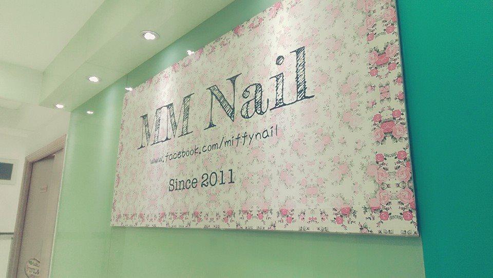 MM nail eyelashes beauty