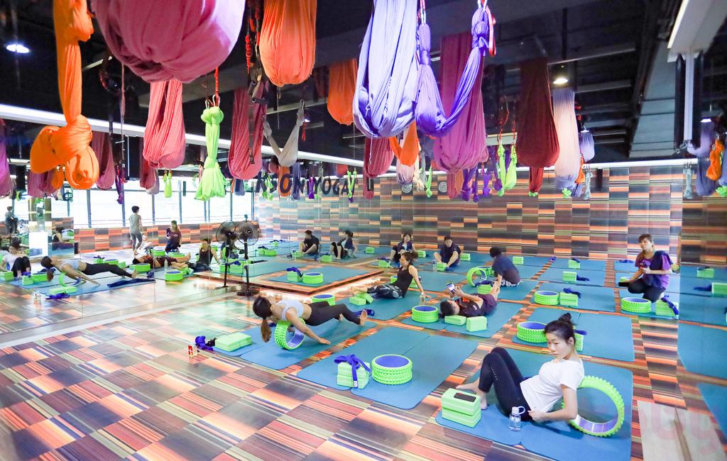 教室內正進行着飛輪Yoga的課堂