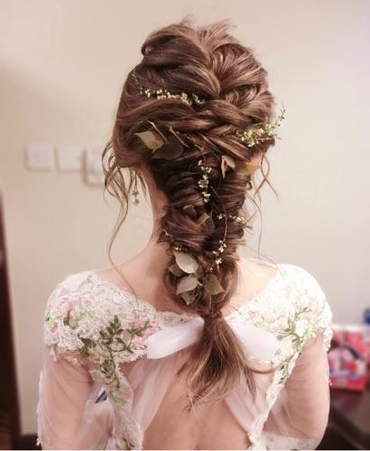 髮色,晚裝款式⋯都是影響整體效果,十分重要的元素