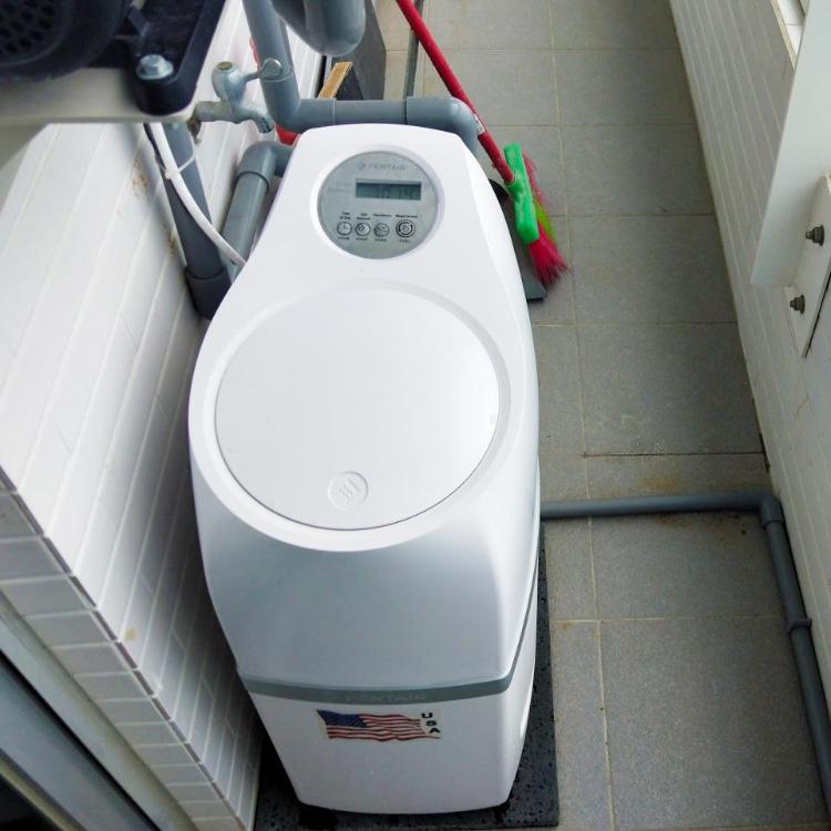 【 全戶軟水設備 】  水質軟化設備,使電熱設備延長使用壽命;減少浴室、廚房水垢生成。
