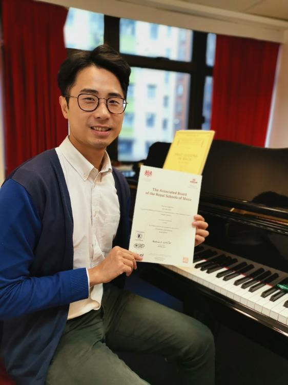 《成人鋼琴課程》恭喜!學員成功考取5級鋼琴