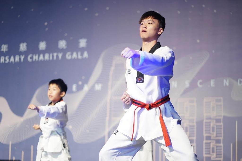 香港聾人福利促進會(聾福會)50周年慈善晚宴中的表演