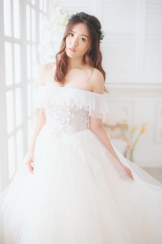 輕婚紗造型|Prewedding造型 Model@Christine