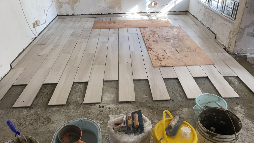 木紋瓦地台