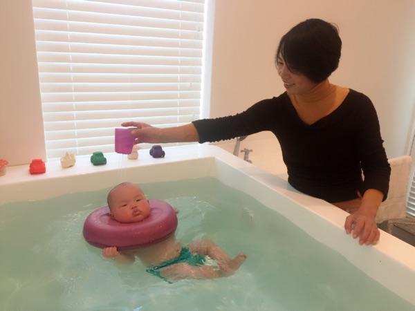 新生儿游泳