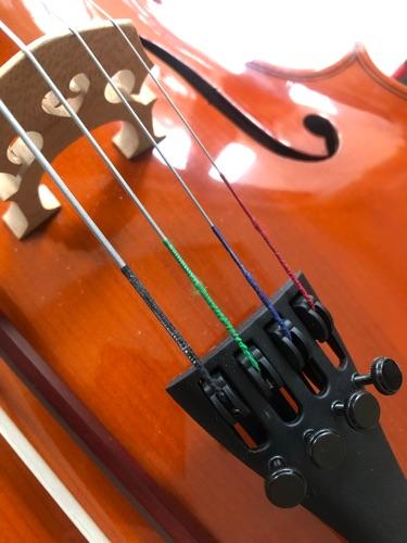 演藝學院學生教授樂器